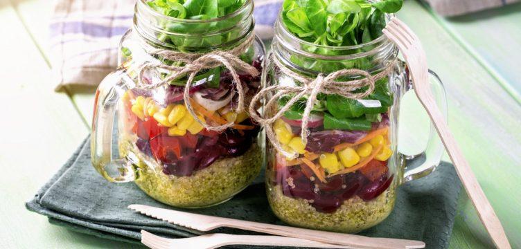 Como preparar uma salada no pote
